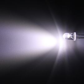 LED 5mm stud. bílá 8000mcd/50° čirá Hebei 550PWC