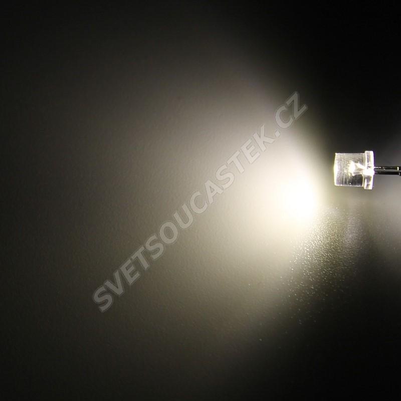 LED 5mm teplá bílá 1000mcd/100° čirá Hebei 599PW04C